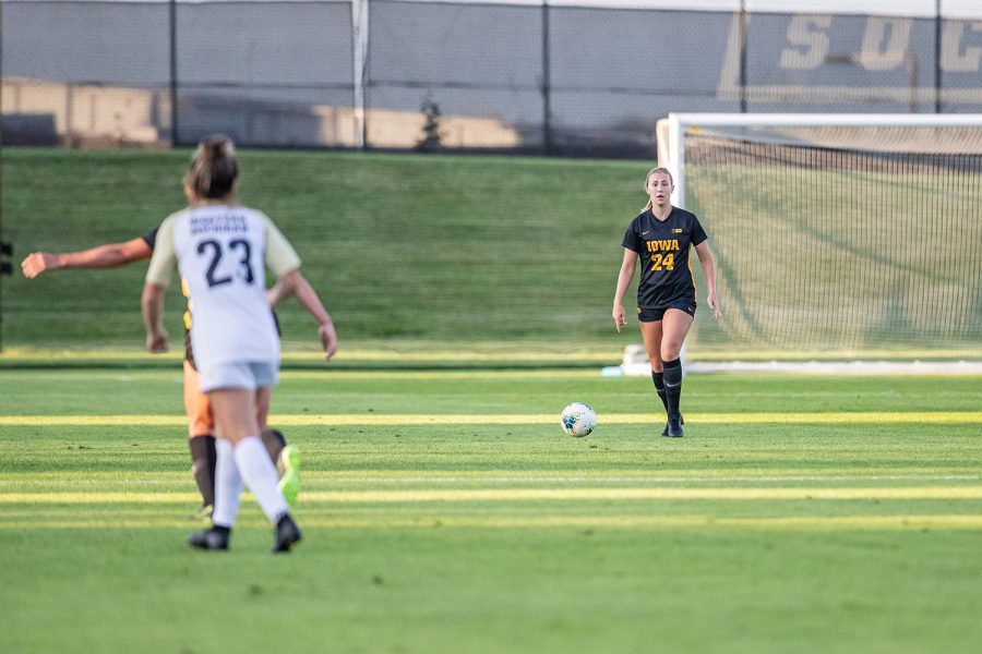 Iowa+defender+Sara+Wheaton+surveys+the+field+during+a+women%27s+soccer+match+between+Iowa+and+Western+Michigan+on+Thursday%2C+August+22%2C+2019.+The+Hawkeyes+defeated+the+Broncos%2C+2-0.+