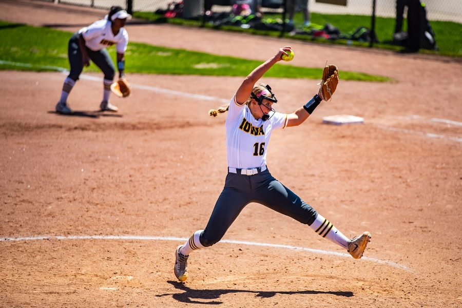 Iowa+pitcher+Sarah+Lehman+winds+up+for+a+pitch+during+a+softball+game+between+Iowa+and+Ohio+State+at+Bob+Pearl+Field+on+Sunday%2C+May+5%2C+2019.+The+Hawkeyes%2C+celebrating+senior+day%2C+fell+to+the+Buckeyes%2C+5-0.+