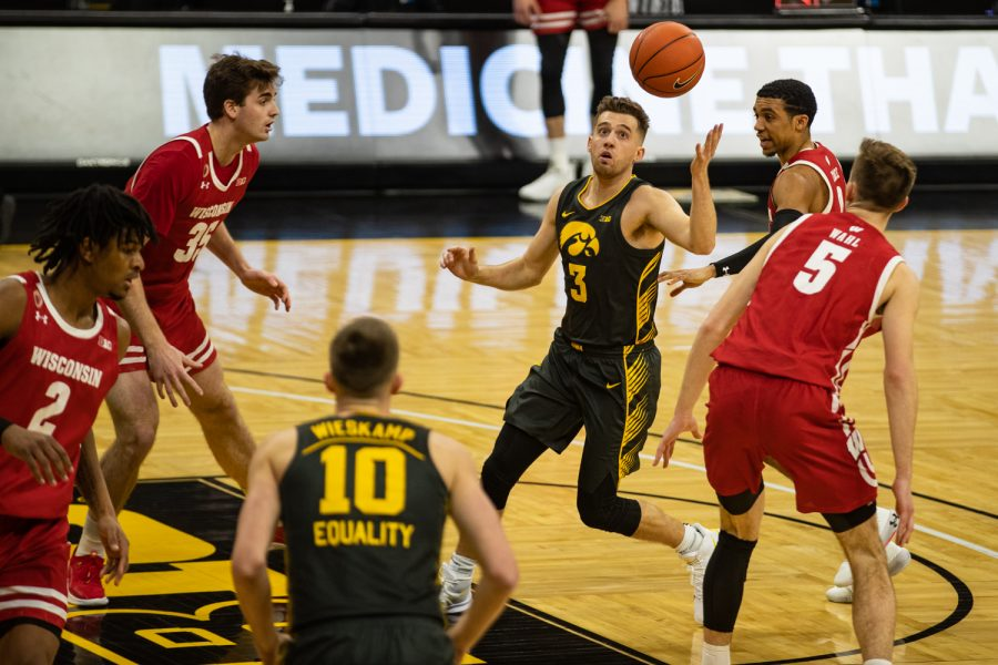 Iowa+guard+Jordan+Bohannon+controls+the+ball+during+a+men%27s+basketball+game+between+Iowa+and+Wisconsin+at+Carver-Hawkeye+Arena+on+Sunday%2C+March+7%2C+2021.+The+Hawkeyes%2C+celebrating+senior+day%2C+defeated+the+Badgers%2C+77-73.+%28Shivansh+Ahuja%2FThe+Daily+Iowan%29