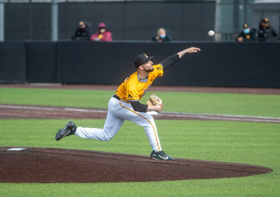 Iowa+pitcher+Cam+Baumann+throws+a+pitch+during+a+baseball+game+between+Iowa+and+Northwestern+on+Sunday%2C+April+25%2C+2021+at+Duane+Banks+Field.+The+Hawkeyes+defeated+the+Wildcats+15-4.+%28Jerod+Ringwald%2FThe+Daily+Iowan%29