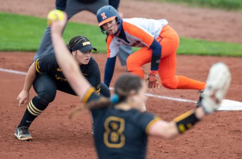 Iowa first baseman Kalena Burns gets set during a softball game between Iowa and Illinois on Saturday, May 15, 2021, at Pearl Field. The Hawkeyes defeated the Fighting Illini 7-2.