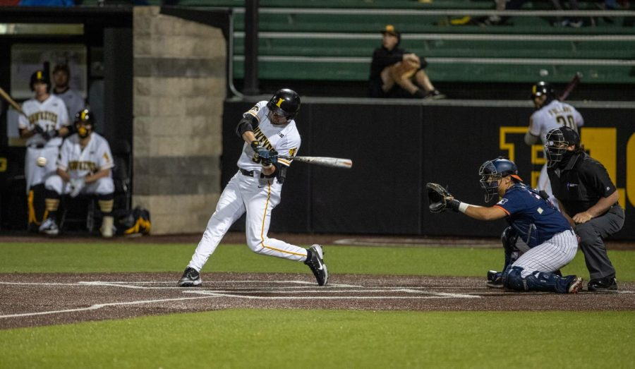 Iowa baseball team's eighth-inning rally pushes Hawkeyes to series-opening victory over Illinois