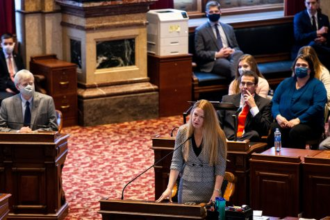 IA Sen. Amy Sinclair, R-Allerton, speaks to the Senate on the first day of the 2021 legislative session on Monday, Jan. 11, 2020, at the Iowa State Capitol in Des Moines.  0111 Capitol 010 Jpg