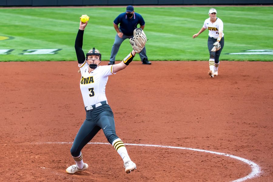Iowa+right-hand+pitcher+Allison+Doocy+pitches+the+ball+during+the+Iowa+Softball+senior+game+against+Illinois+on+May+16%2C+2021+at+Bob+Pearl+Field.+Iowa+defeated+Illinois+4-3.+%28Casey+Stone%2FThe+Daily+Iowan%29