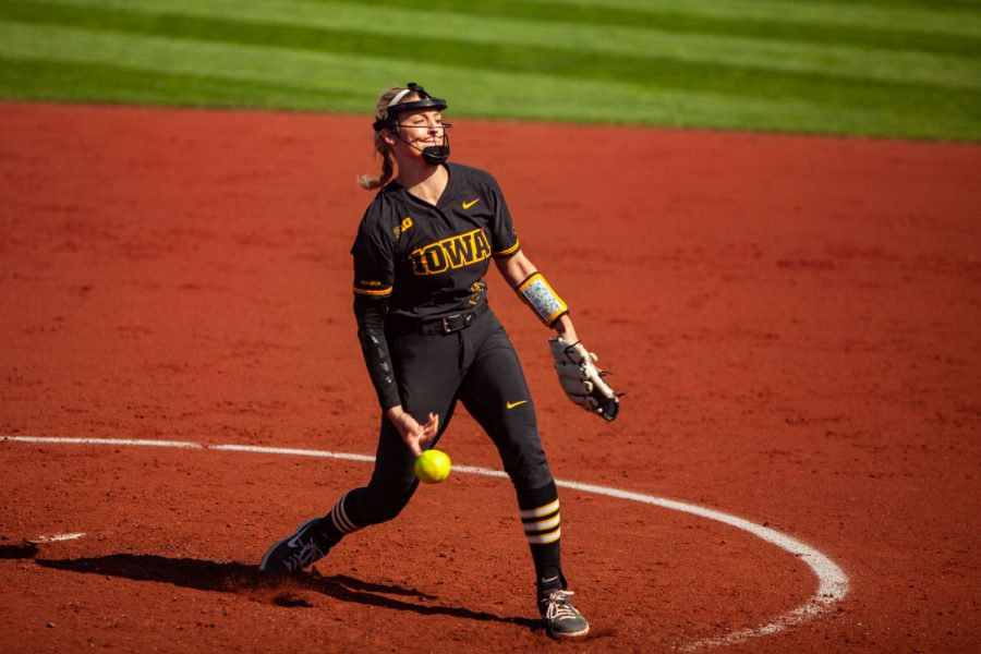 Iowa%E2%80%99s+Allison+Doocy+pitches+during+a+softball+game+between+Iowa+and+Northwestern+at+Bob+Pearl+Softball+Field+on+Saturday%2C+April+17%2C+2021.+The+Wildcats+defeated+the+Hawkeyes+9-7.+