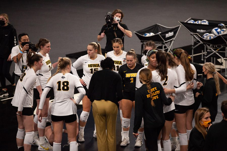 The+Hawkeyes+huddle+up+before+a+women%27s+volleyball+match+between+Iowa+and+Indiana+at+Xtream+Arena+on+Friday%2C+Feb.+5%2C+2021.+The+Hawkeyes+defeated+the+Hoosiers+3+sets+to+1.
