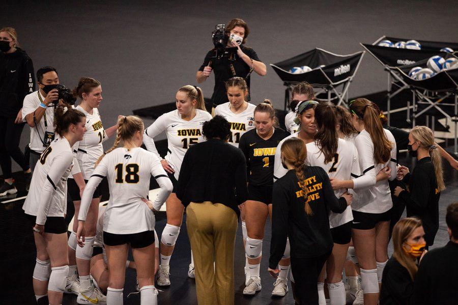 The Hawkeyes huddle up before a women
