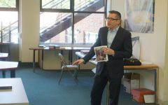 Michael Weinstock speaks with students at Silverstein Hebrew Academy on Sept. 10, 2021.