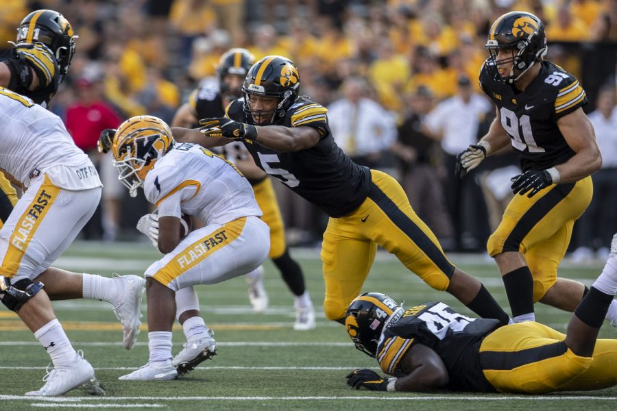 Iowa+linebacker+Jestin+Jacobs+makes+a+tackle+during+a+football+game+between+Iowa+and+Kent+State+at+Kinnick+Stadium+on+Saturday%2C+Sept.+18%2C+2021.+The+Hawkeyes+defeated+the+Golden+Flashes+with+a+score+of+30-7.+%28Grace+Smith%2FThe+Daily+Iowan%29