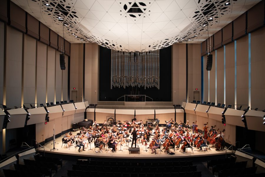 University+of+Iowa+Symphony+Orchestra+conductor+M%C3%A9lisse+Brunet+leads+the+symphony+orchestra+during+one+of+the+symphony+orchestra%E2%80%99s+dress+rehearsals+on+Monday%2C+Sept.+20%2C+2021.+This+year%2C+Symphony+Orchestra+will+be+celebrating+its+100th+year.