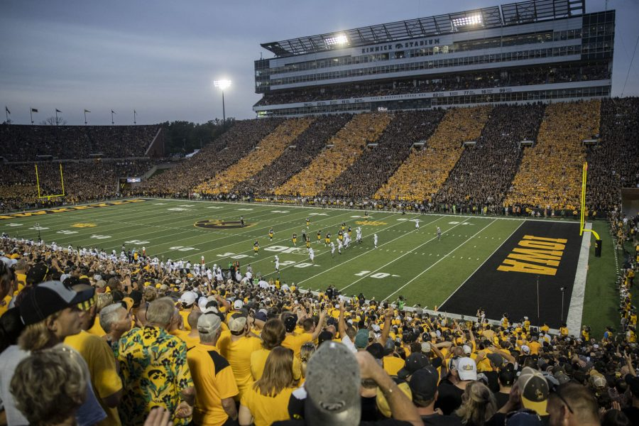 Kinnick+stadium+is+seen+during+a+football+game+between+No.+3+Iowa+and+No.+4+Penn+State+on+Saturday%2C+Oct.+9%2C+2021.+The+Hawkeyes+defeated+the+Nittany+Lions+23-20.+%28Grace+Smith%2FThe+Daily+Iowan%29