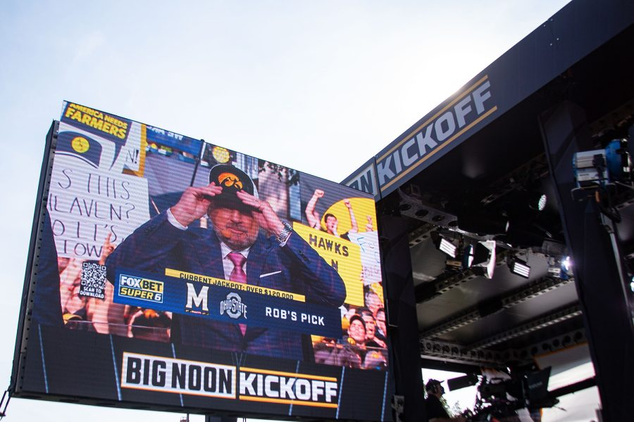 Fox Sports anchor and former Hawkeye defensive back and Bob Stoops picks Iowa to win during FOX Big Noon Kickoff show on the Pentacrest before a football game between No. 3 Iowa and No. 4 Penn State at in Iowa City on Saturday, Oct. 9, 2021. This was Big Noon Kickoff's first time in Iowa City and the first top five match up at Kinnick since 1985.