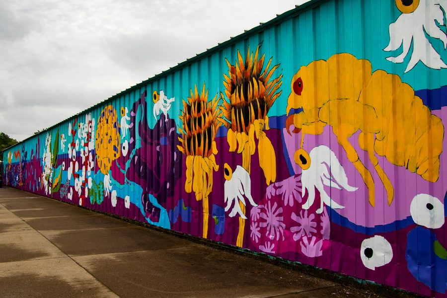 The+Climate+Fest+Community+Mural%2C+painted+by+volunteers%2C+is+seen+on+Friday%2C+Oct.+8%2C+2021.+The+mural+is+located+on+South+Gilbert+Court.+
