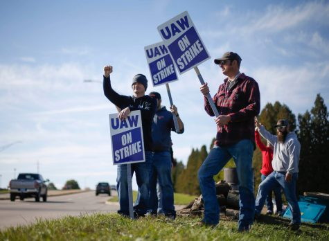 Members of the United Auto Workers strike outside of the John Deere Engine Works plant on Ridgeway Avenue in Waterloo, Iowa, on Friday, Oct. 15, 2021. About 10,000 UAW workers have gone on strike against John Deere since Thursday at plants in Iowa, Illinois and Kansas.  20211015 Uawstrike