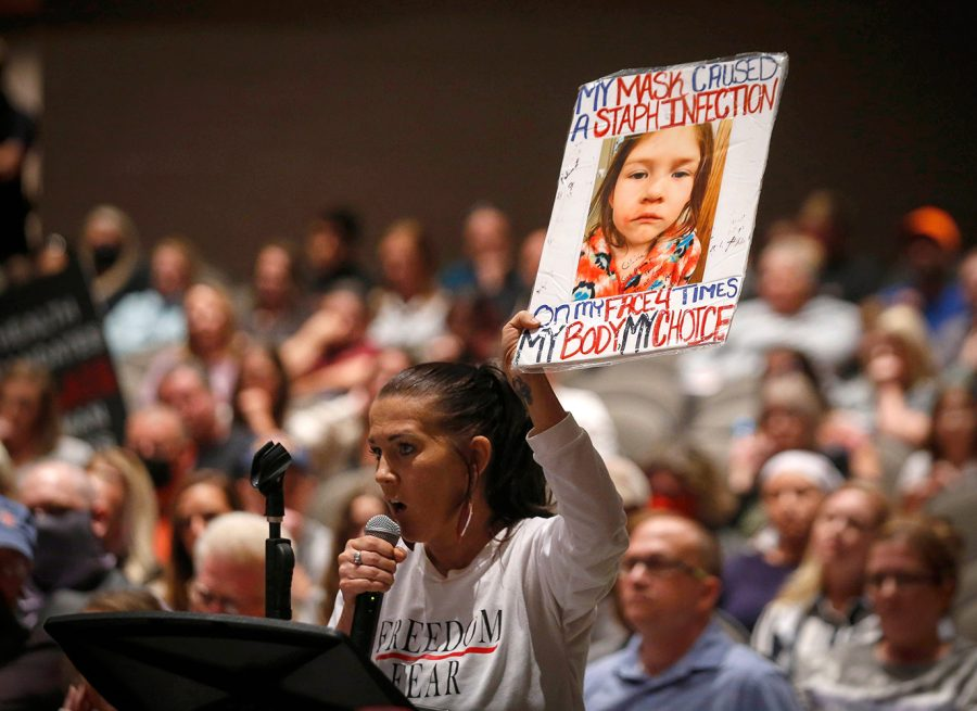 Kimberly+Reicks+of+Ankeny+speaks+against+a+mask+mandate+which+the+Ankeny+School+Board+voted+in+favor+of+during+a+meeting+at+Ankeny+Centennial+High+School+in+Ankeny+on+Tuesday%2C+Sept.+21%2C+2021.%0A%0A20210921ankenyschoolboardmtg